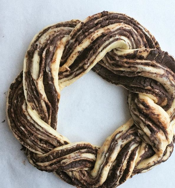 First look at my Chocolate-Orange Babka Wreath. Soooo much @guittardchocolate.  Baked to the sounds…