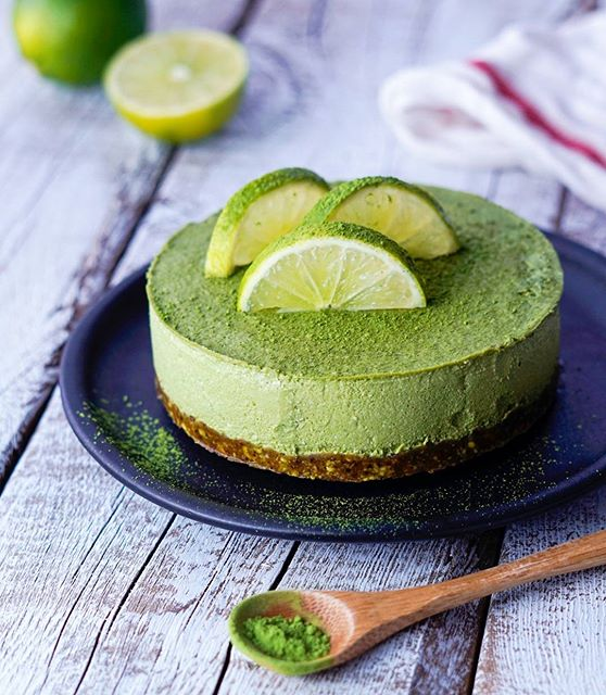 """This #raw #vegan MATCHA LIME """"CHEESECAKE"""" with a pistachio crust has got to be on the top 3 list of…"""
