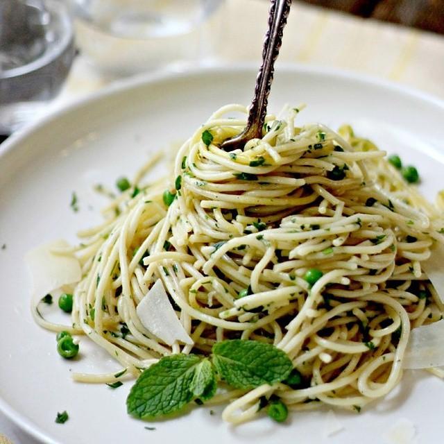 Garlic & Pea Spaghetti
