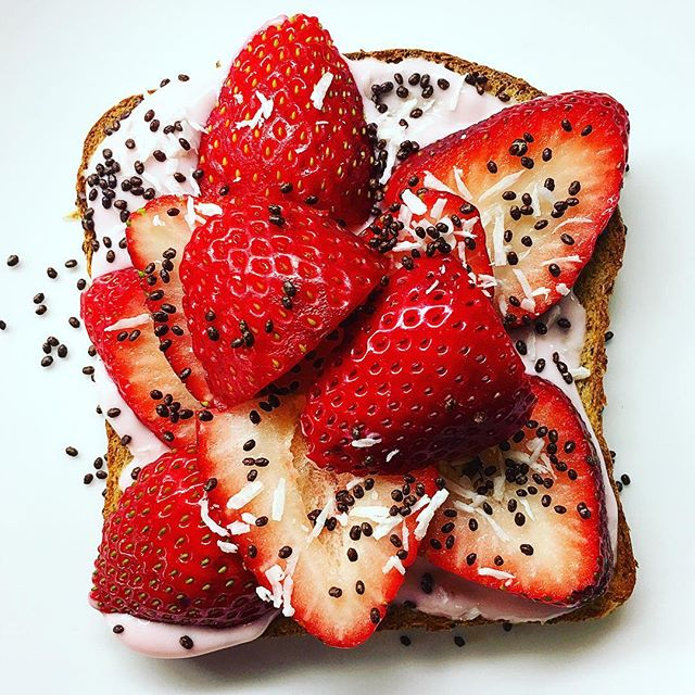 Toast with Greek Yogurt, Strawberries, Chia Seeds and Coconut