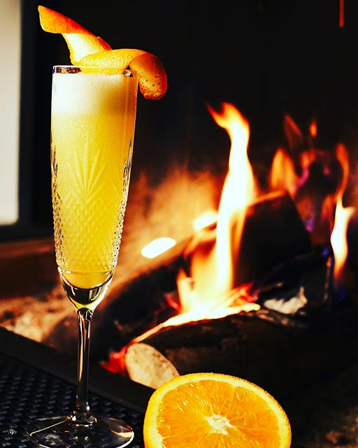 Sunday evening by the fire with a cocktail ... outdoor it's too cold !!!
