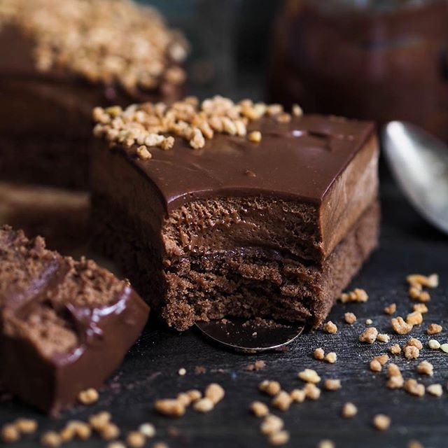 Chocolate Cake With Milk Chocolate Ganache