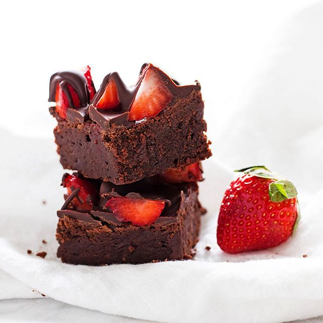 Chocolate Covered Strawberry Brownies By Ifyougiveablondeakitchen Quick Easy Recipe The Feedfeed