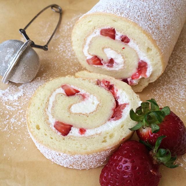 Chinese Swiss Roll With Fresh Strawberries