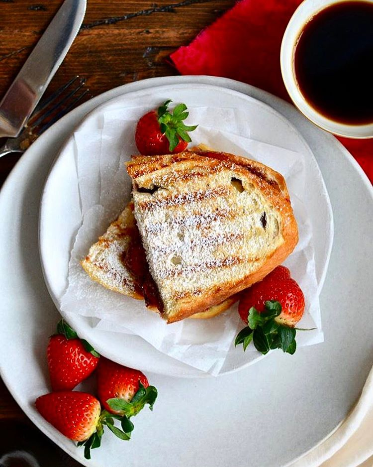 Roasted Strawberry & Chocolate Hazelnut Panini! Whether for breakfast, lunch or dessert, this…