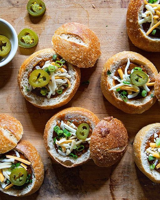 Gearing up for March Madness with more game day food, like these Mini Chili Bread Bowls #gameday…
