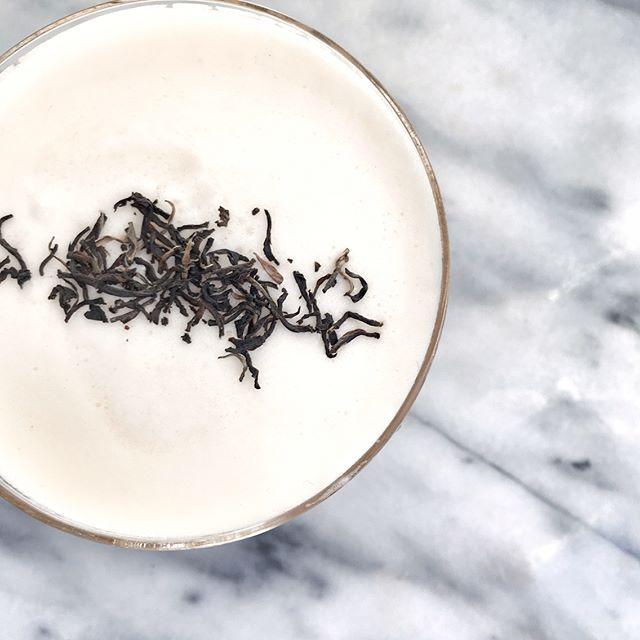 An earthy smoky tea sour with xicaru mezcal, @manaorganics black tea infused simple syrup and fresh…