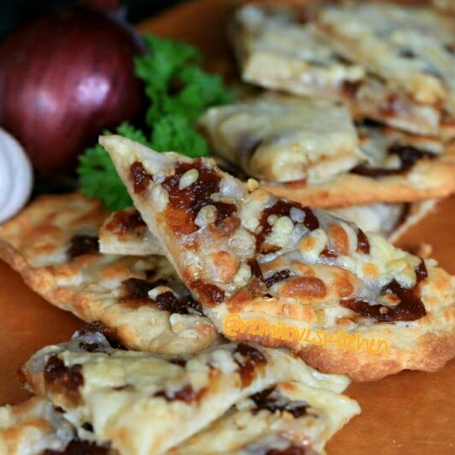 Garlic Naan Pizza With Balsamic Caramelized Onion & Mozzarella Cheese