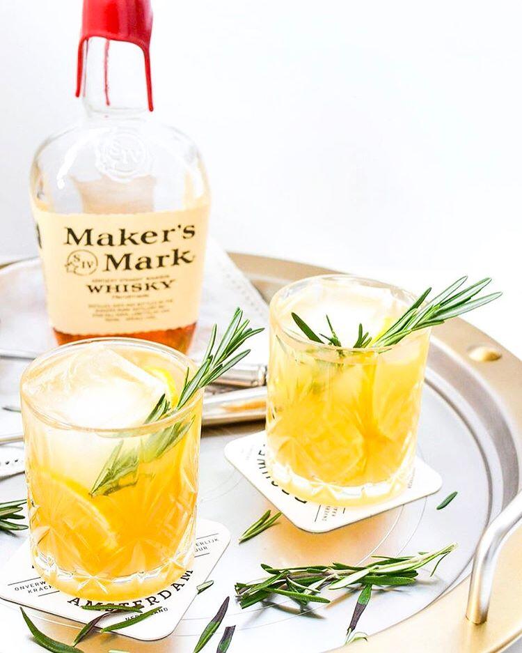 Friday calls for booze: Rosemary Ginger Bourbon Sparklers!!