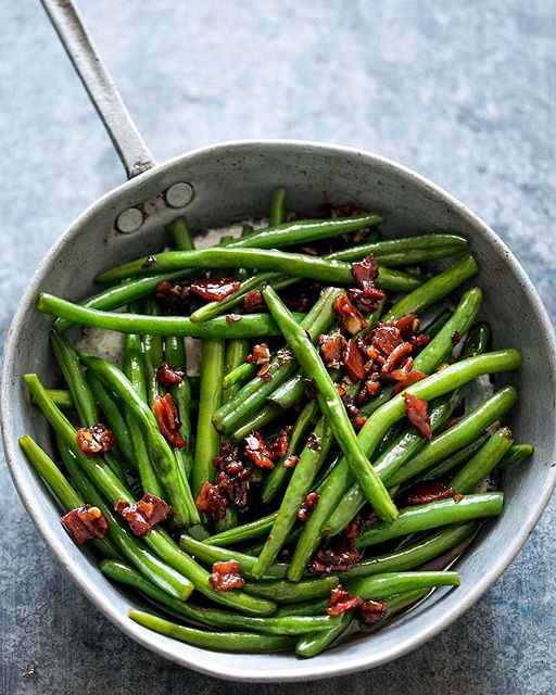 These candied bacon green beans are CRAZY ADDICTIVE! Just imagine a sweet and spicy sauce with…
