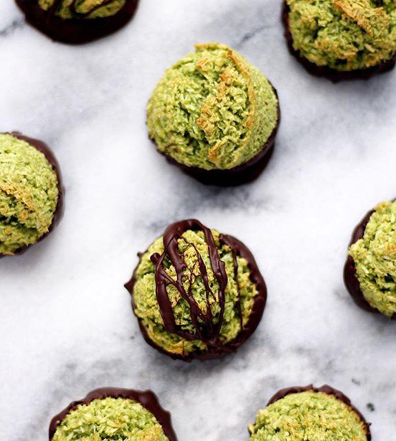 Matcha And Dark Chocolate Macaroons