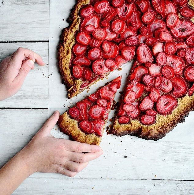 Lera chopped the strawberries, I made the dough, we all enjoyed this delicious pizza. Almond flour…