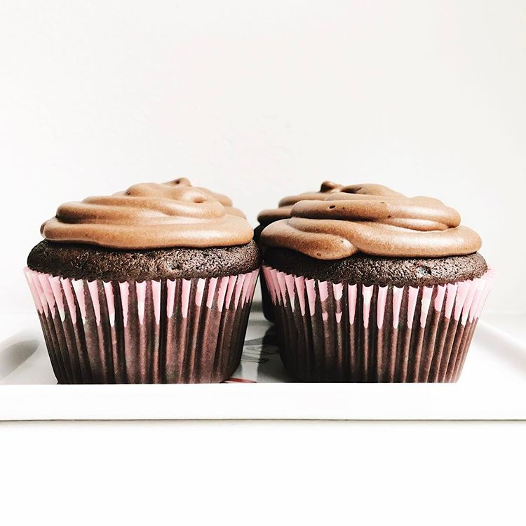 Vegan chocolate cupcakes that taste like traditional cupcakes?  These babies are allergy friendly…