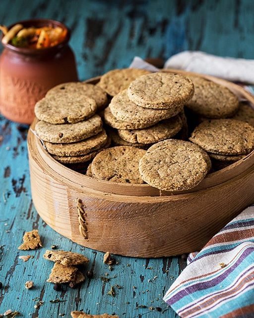 These spicy baked Mathris (crackers) with oats and sprouted wheat flour have become such a favorite…