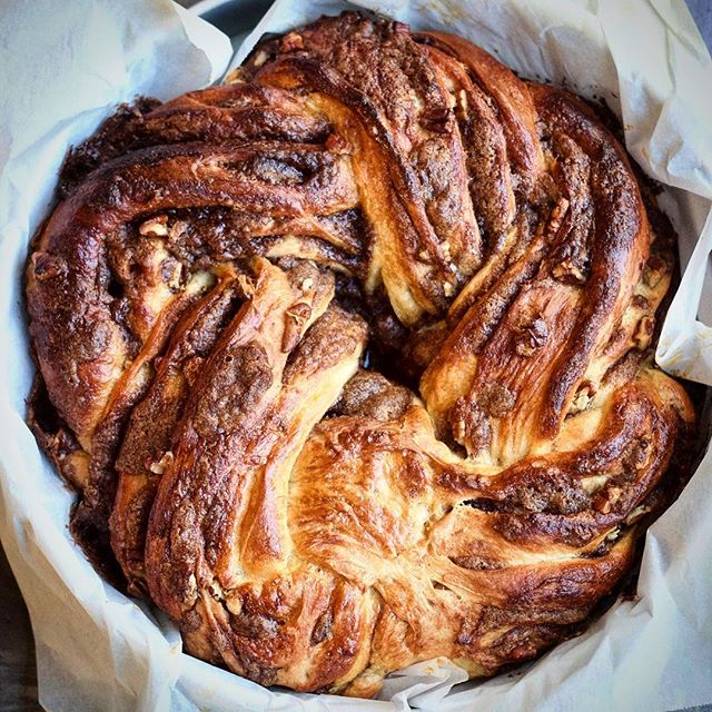 Buttery Brioche Wreath With Cinnamon Brown Sugar Pecan Filling