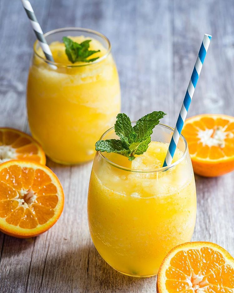 Who needs some Frozecco for those Monday blues? Frozen Prosecco with fresh oj and blended