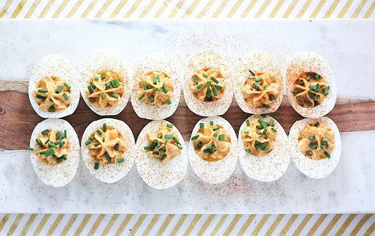 Spicy Deviled Eggs With Garlic