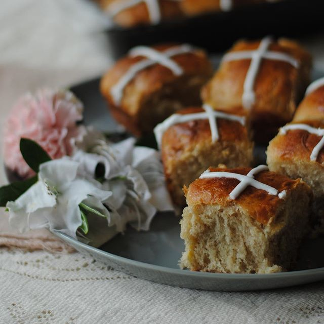The recipe for these chai-spiced hot cross buns is on the blog now! It's not too late to make them…