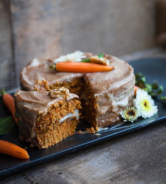 Happy Easter everyone! ?Here is a beautiful raw vegan carrot cake with cinnamon cream cheese…
