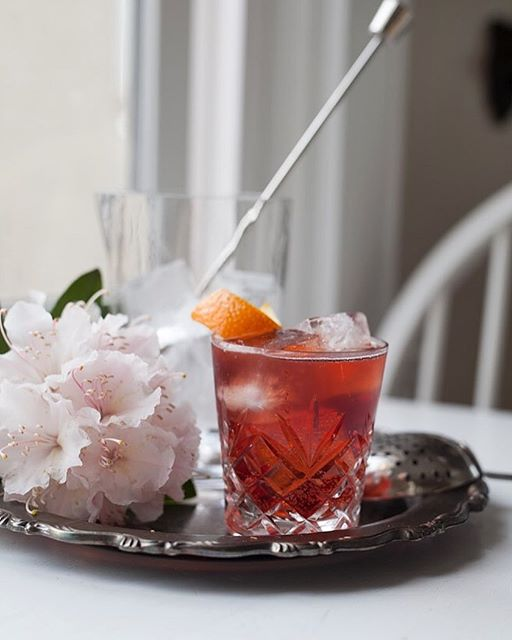 Happy Monday friends! Since my return from Milan, all I want are Negroni Sbagliatos. Super simple…