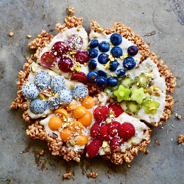 Rainbow Pizza anyone!? Which slice would you take? It's a crisp rice cereal crust, coco banana whip…
