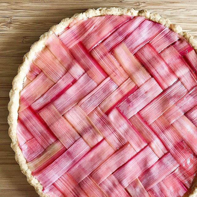 Finally figured out how to make the herringbone lattice!  I used @markbittman's sweet tart crust…