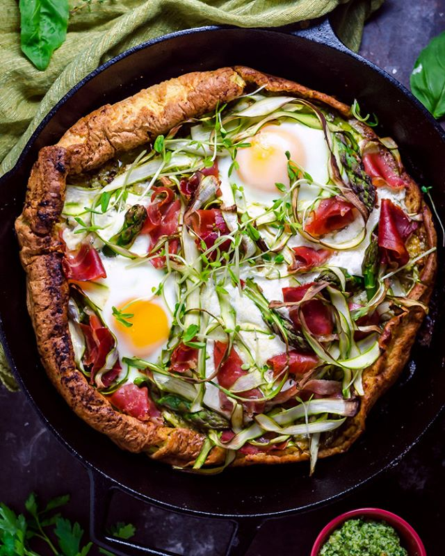 It might sound like a really strange idea to combine pizza and pancakes but just hold on one second…