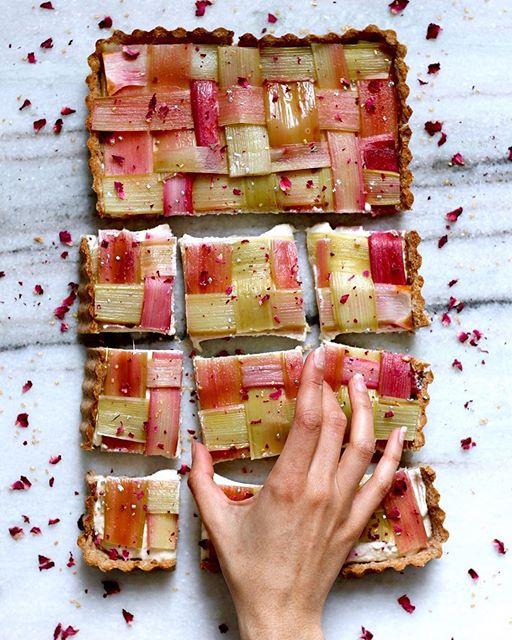 Enjoying every bit of rhubarb season with these pretty in pink Rhubarb Lattice Cheesecake Squares!…