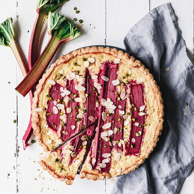 It's still rhubarb time, guys! And we literally eat it like crazy!  Current favourite: yummy rhubarb…
