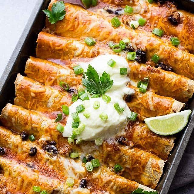 GROUND TURKEY BLACK BEAN ENCHILADAS! ⠀ Saucy, cheesy, healthy, DELICIOUS enchiladas! ⠀ ⠀