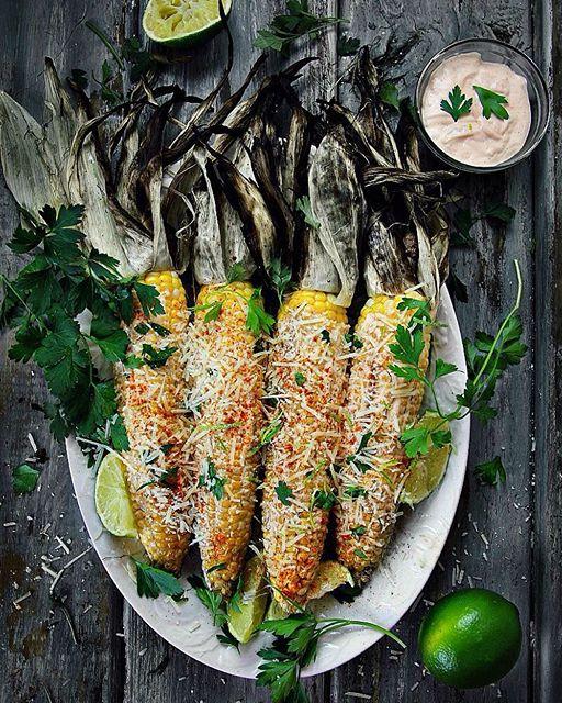 Grilled Corn On The Cob With Sriracha Mayo