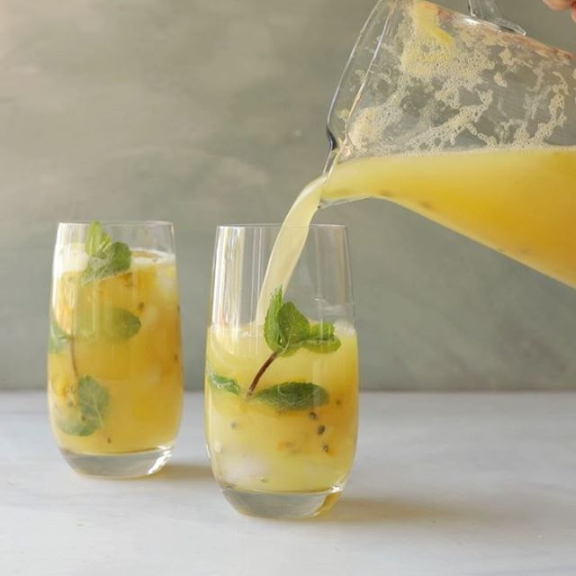 These fresh pineapple and passion fruit mojitos are all kinds of awesome and making me wish I was on…