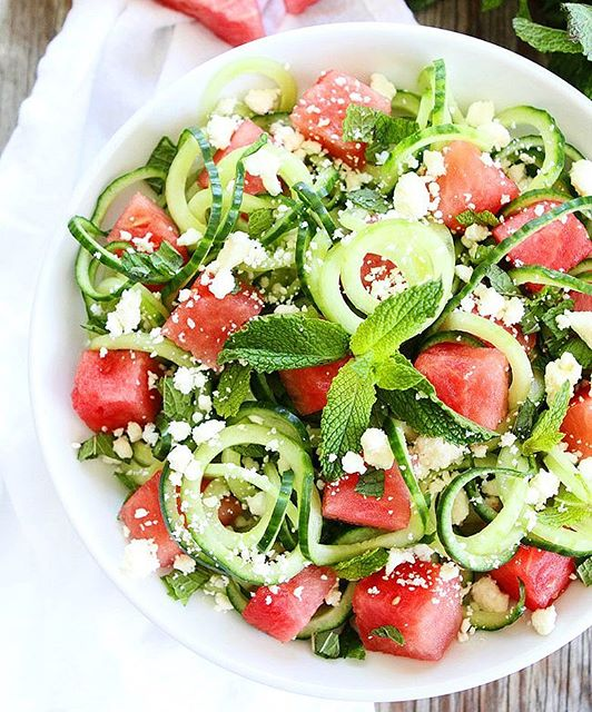 This salad screams summer! It's my life right now! Click @twopeasandpod for the recipe link!…