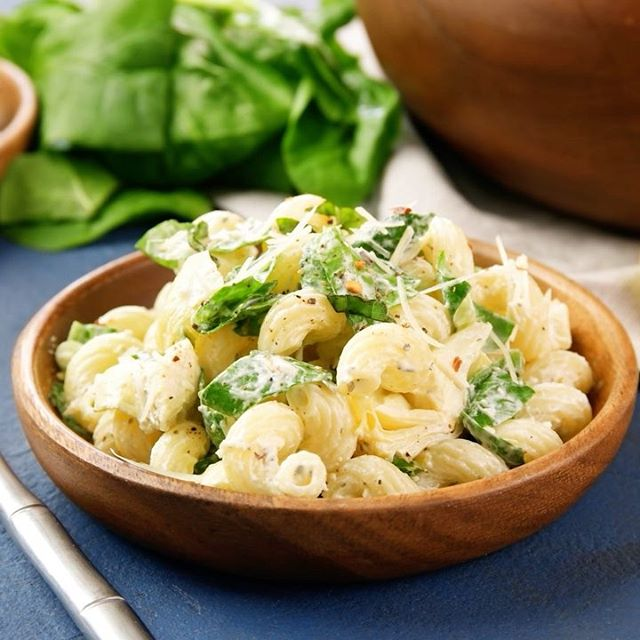 This Spinach Artichoke Pasta Salad is the perfect summer side dish! Take it to your 4th of July…