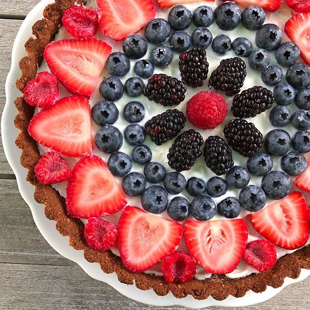 July 4th Baking Goals: Honeyed Yogurt & Berry Tart with Graham Cracker Ginger Crust Made with only 9…