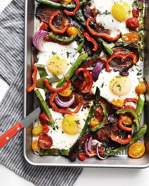 Bacon, Egg And Veggie Sheet Pan Breakfast