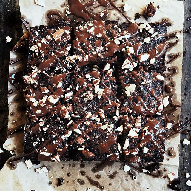 Rich chocolate paleo Brownie time! A must make decadent triple fudge coconut flour brownie recipe!…