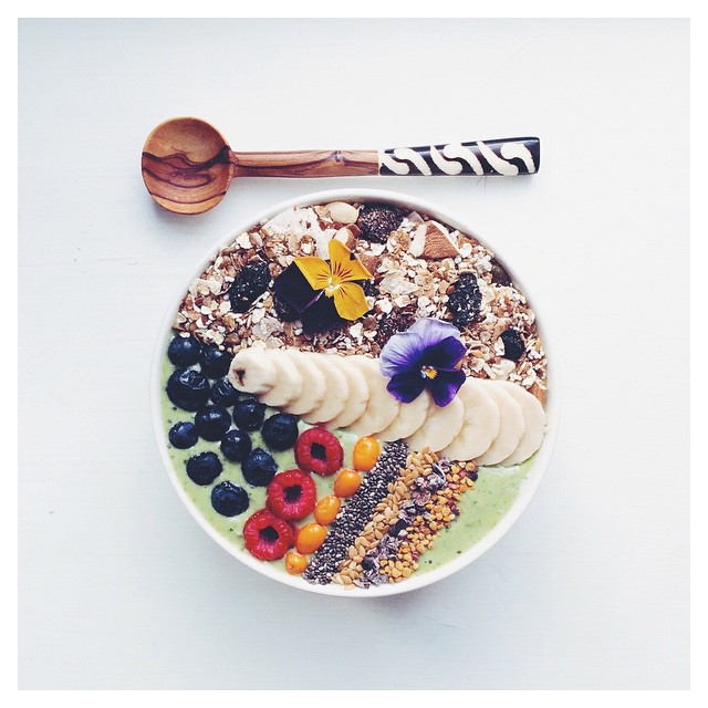 Green Smoothie Bowl With Banana, Blueberry And Wheatgrass
