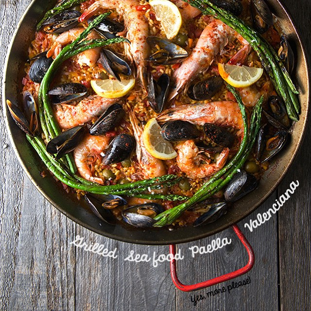 Paella Valenciana With Shrimp, Mussels & Squid