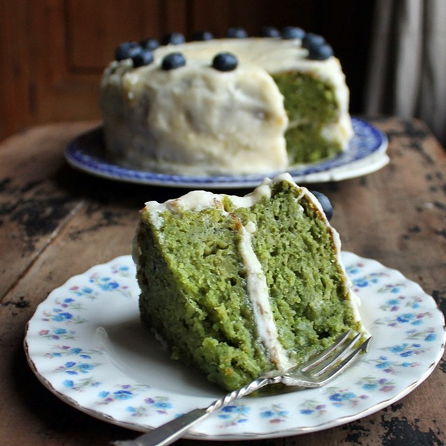 Kale & Applesauce Cake With Vanilla Applesauce Icing