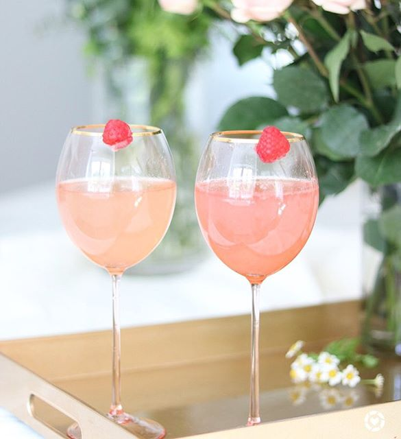 I'm sharing an amazing summery raspberry champagne cocktail. It's perfect for those summer nights…