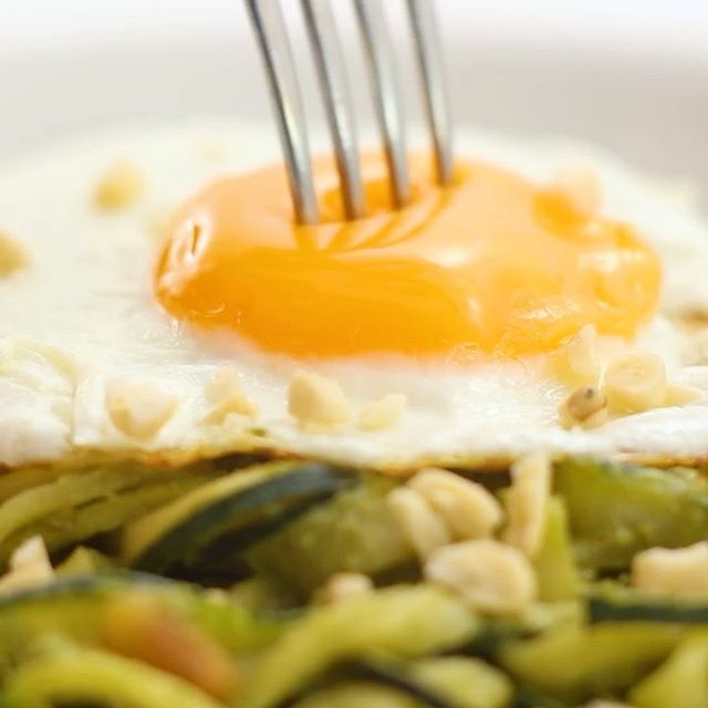 THAT YOLK THO   Gets me everyyyyy time! Need an easy, light and low carb dinner for the upcoming…