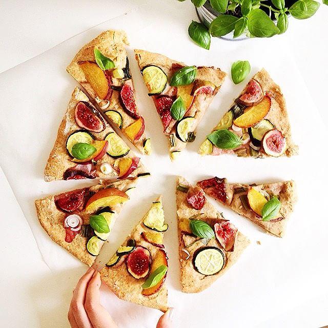 Summer Pizza (Zucchini, Fig, Nectarine, Basil). Zeit für Pizza! Ins Wochenende wird mit einer…