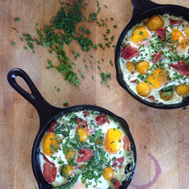 Baked Eggs With Onion, Chives, Spinach, Tomatoes, Cream And Prosciutto