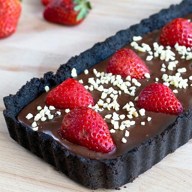 No-bake Strawberry & Oreo Chocolate Tart