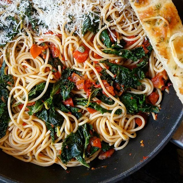 Friday night, but we're keeping it simple after a long and busy week: wholewheat spaghetti, kale…