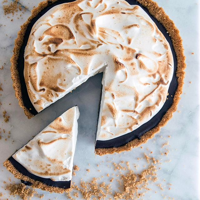 The recipe for this S'More Tart is up on the blog, perfect for a Labor Day party!