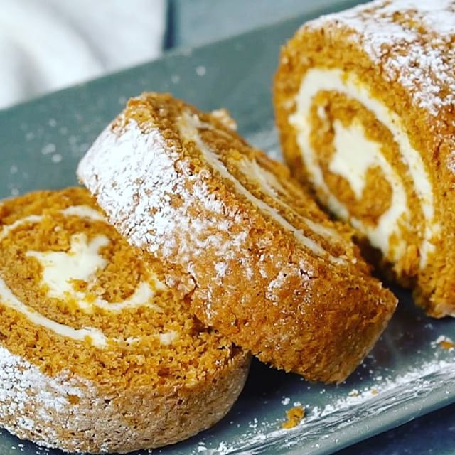 Pumpkin Roll Cream Cheese Filling Cake