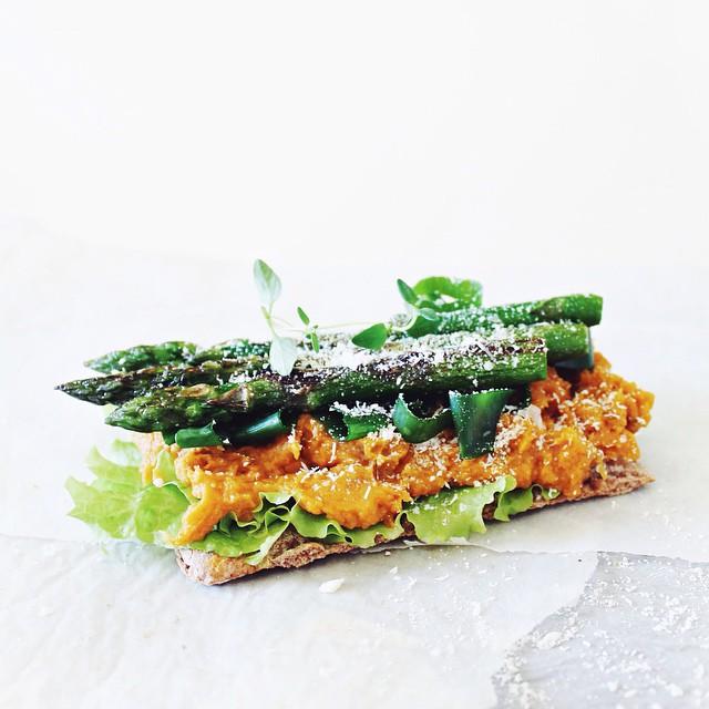Swedish Crisp Bread With Lettuce, Sweet Potato Puree,