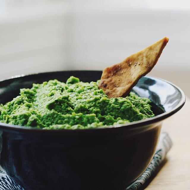 Minty Pea Dip With Crunchy Za'atar Pita Chips